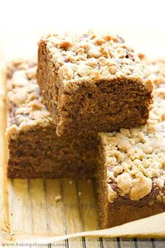 Cereal Date Streusel Cake - Baking Obsession Eat Breakfast, Breakfast Recipes, Streusel Cake, Date Cake, Baking Cupcakes, Cake Baking, Different Cakes, Healthy Sweets, Healthy Recipes