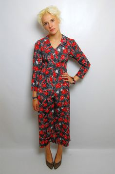 #70s BLACK RED FLORAL PATTERNED WIDE TROUSERS PLAYSUIT  Jumpsuits and Playsuits   www.2dayslook.com  #playsuits  #jumpsuits  #nice #2dayslook Playsuits, Jumpsuits, Wide Trousers, Fashion Fabric, Wrap Dress, Fabrics, Vintage Fashion, Nice, Floral
