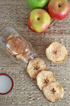 Delicious Baked Cinnamon #AppleChips   JessicaGavin.com