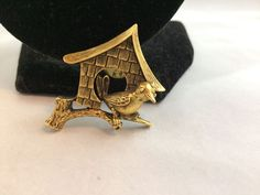 VTG. JJ JONETTE ANTIQUE GOLD LITTLE BIRD/BIRDHOUSE TAC/LAPEL/HAT PIN~  | eBay