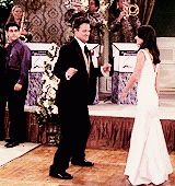 Chandler Bing the dancing king. Friends Episodes, Friends Gif, Friends Moments, Friends Series, Friend Memes, Friends Tv Show, Friends Forever, Best Friends, Chandler Friends