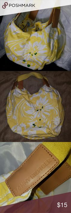 Tommy Hilfiger yellow totebag beach bag Get ready for spring with this floral tote bag by Tommy Hilfiger! Also great for a day at the beach to carry everything you need! Very roomy inside and has an inside zipper pocket as well. Like new condition, only used once. Tommy Hilfiger Bags Totes