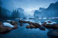 Río Merced.   Parque Nacional Yosemite, California, EUA.