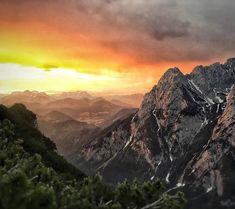 Ein Sonnenaufgang wie im Bilderbuch. Mehr solche Bilder findet Ihr in meinem Instagram Account @green_kitz.     #Regram via @green_kitz Wilder Kaiser, Mount Everest, Mountains, Places, Nature, Travel, Instagram, Sunrise, Nice Asses