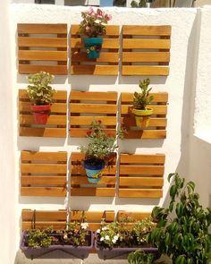 Macetas pintadas.. Balcón decorado