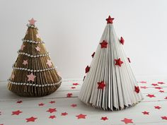 Christmas Paper Crafts, Christmas Art, All Things Christmas, Christmas Ornaments, School Board Decoration, Front Door Christmas Decorations, Creative Gift Wrapping, Art N Craft, Upcycled Crafts