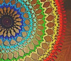 Toalha de crochê redonda colorida - fractal