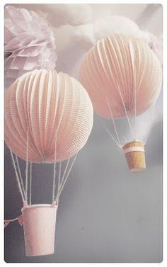 Les Montgolfières lampions - Chez cette fille- #diy #Montgolfieres #mobile #cloud #hotairballoon #kidroom #lampion #chambreenfant