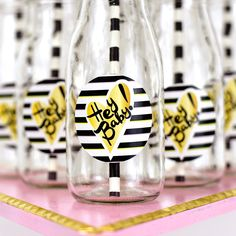 """HEY BABY!Nicole DewezofToasted Partiesthrew herself a super fun & funky baby shower because, as she smartly said in her party details , """"I wanted t"""