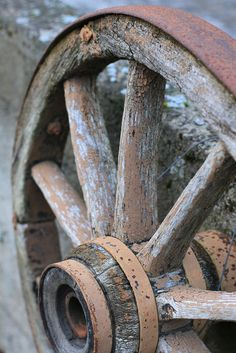 Old Wagon Wheel / Weathered and rusty, looking for a home. Maybe in someone's ga. Rust Never Sleeps, Wooden Wagon, Old Wagons, Down On The Farm, Wheelbarrow, Rustic Charm, Farm Life, Belle Photo, Country Life