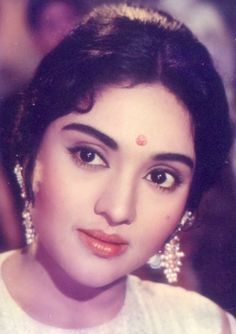 Bollywood Cinema, Bollywood Wedding, Vintage Bollywood, Bollywood Stars, Indian Bollywood, Indian Film Actress, South Indian Actress, Indian Actresses, Actress Anushka