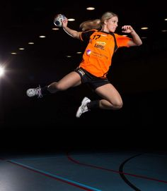 sport handball – From Parts Unknown Body Reference Poses, Handball Players, Sport Inspiration, Sports Figures, Sport Body, Sport Photography, Sport Girl, Female Athletes, Sports Women