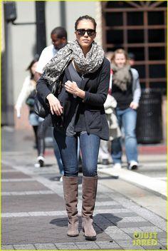 Jessica Alba look 2 Cheap Sunglasses, Oakley Sunglasses, Actress Jessica, Hollywood Boulevard, Jessica Alba, Celebrity Style, Zara, Winter Jackets, Blazer