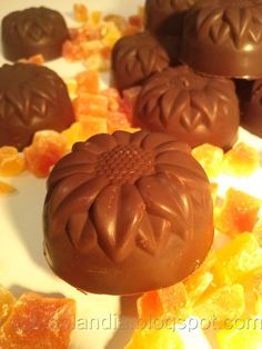 Stuffed homemade chocolates, homemade recipe step by step. Pan Dulce, Recipe Steps, Candy Making, Fudge, Waffles, Muffin, Pudding, Breakfast, Desserts