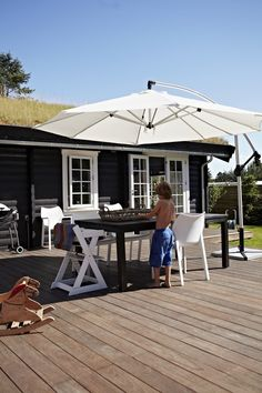 via BoBedre dk Black Exterior, Interior And Exterior, Cabins In The Woods, Black House, White Trim, Habitats, Singapore, Gazebo, Outdoor Structures