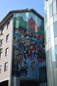 Flâner dans les rues des Marolles, riches en street art et fresques de bandes-dessinées.