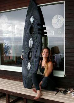 Kiwi surfer/artist, Jess Santorik, is interviewed by Common Ground Raglan. www.commongroundaustralia.com/raglan/2013/09/18/jess-santorik-surfboard-carver/
