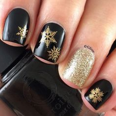 Snowflake manis always look great and these winter nails are g-o-r-g-e-o-u-s.