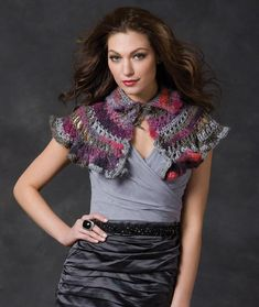 Renaissance Capelet Crochet Pattern | Red Heart Can be made in the color you want.