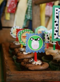 Celebrating the Moments by Marcie - Barnyard birthday party - animal cupcakes
