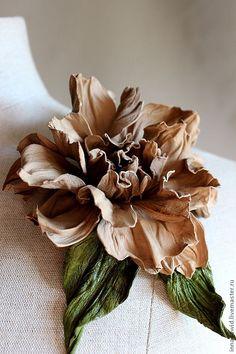 """Купить Цветы из кожи.Брошь-цветок """"Диана"""" - натуральная кожа, брошь, брошь-цветок, бежевый"""