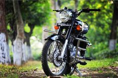 royal enfield new model Desktop Background Pictures, Best Photo Background, Love Background Images, Classic 350 Royal Enfield, Enfield Classic, Royal Enfield Wallpapers, Bullet Bike Royal Enfield, Royal Enfield Accessories, Duke Bike