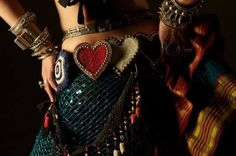 """""""O estilo (ATS) tem a capacidade de nos melhorar como seres humanos, de nos dar saúde física e mental, de nos dar auto-estima, sentir viva, compartilhar momentos com pessoas, vivenciar danças únicas. É contagiante!"""" Rebeca Piñeiro Foto: Manhattan Tribal American Tribal Style Belly Dance"""