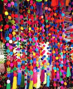 Mexican HandMade Acrylic Wool Yarn Pom Pom Garland Made in Oaxaca City ****Bright Solid Colors**** The price is for 1 strand Will send random Color for garland *Lenght approx , some strands can be little longer. Decoration Creche, Diy And Crafts, Arts And Crafts, Pom Pom Crafts, Pom Pom Garland, Tulle Poms, Mexican Party, Mexican Brunch, Diy Projects