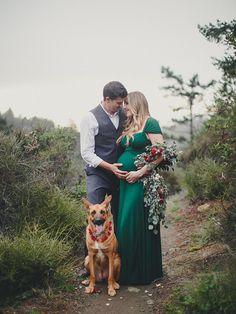 Luxurious winter floral maternity photos by Jennifer Skog   Garland by Mandolin Floral   100 Layer Cakelet