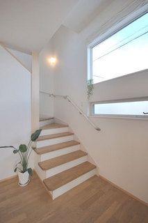 春日市【T様邸】光・風・視線・動線・収納にこだわった心地よい家、完成いたしました! | 福岡・唐津の注文住宅 ロイヤルハウス(有)イモト Stairs, House Design, Home Decor, Japanese Furniture, Interior Stairs, Stairway, Staircases, Interior Design, Ladders