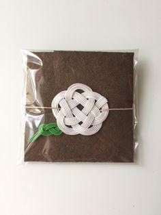 ハンドメイドマーケット minne(ミンネ)  水引のミニぽち袋 茶×白
