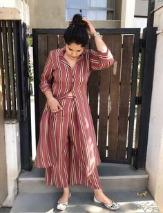 Kurta with pants - Kurta with pant Shades of summer feeling WearCostumeJewelry Western Dresses, Indian Dresses, Indian Outfits, Dress Neck Designs, Blouse Designs, Kurti Sleeves Design, Kurta With Pants, Trendy Outfits, Fashion Outfits