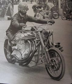 Custom and vintage motorcycle related images and information. Mostly related to chopper bobber custom digger classic vintage and old bikes. Also kustom related artwork and anything interesting about motorbikes. Drag Bike, Bmw Classic Cars, Classic Bikes, Cool Motorcycles, Vintage Motorcycles, Touring Motorcycles, Motos Retro, Dalian, Motorcycle Engine