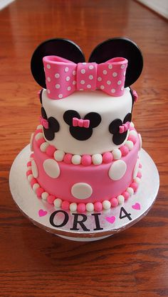 minnie mouse cake for A's first birthday Minni Mouse Cake, Minnie Mouse Birthday Cakes, Minnie Mouse Theme, 1st Birthday Cakes, Birthday Ideas, Mickey Birthday, Birthday Favors, Decors Pate A Sucre, Bolo Minnie