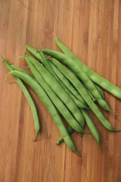 """Germ 4-10 days Heirloom 1894 The 1930 Ferry catalog refers to this bean as primarily grown by market gardeners, but it is also a great choice for the home. Produces loads of meaty, juicy, and round 6"""""""