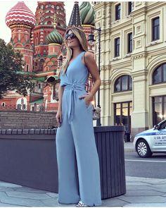 Que lindo!!!💙💙💙Macacão em alfaiataria!! Super caimento! nossa linda @arianecanovas arrasando na Russia com ele😍 ✨Tam 👉38/40/42/44 ✨Compras… Jumpsuit Outfit, Casual Jumpsuit, Short Jumpsuit, Pants Outfit, Dress Outfits, Casual Outfits, Fashion Outfits, Fashion Over 50, Feminine Style