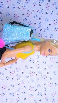 Diy handmade doll backpack making video tutorial - Diy furniture for kids Handmade Dolls Patterns, Doll Patterns Free, Clothes Patterns, Dress Patterns, Sewing Barbie Clothes, Barbie Dolls Diy, Barbie Barbie, Dolls Dolls, Girl Dolls