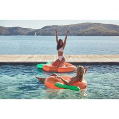 Life's a peach with these fun Sunnylife pool inflatables. Lake Floats, Pool Floats, Swan Float, Cocktails, Float Your Boat, Sunnylife, Relaxing Day, Beach Accessories, Rest Of The World