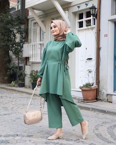 Hijab Casual, Hijab Outfit, Modest Fashion Hijab, Stylish Hijab, Modern Hijab Fashion, Pakistani Dresses Casual, Islamic Fashion, Muslim Fashion, Fashion Dresses
