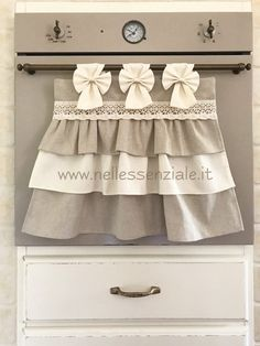 The Neo Chic oven cover and its variants - In the Essential- Il copriforno Neo Chic e le sue varianti – NellEssenziale Custom made oven covers – - Diy Curtains, Curtains With Blinds, Towel Dress, Loom Knitting Projects, Chabby Chic, Curtain Designs, Diy Home Decor, Hobby, Clothing Staples