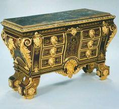 """attribué à Alexandre Jean Oppenordt (1639–1715), d'après un dessin de Jean Bérain (1640-1711) – Commode """"en sarcophage"""", vers 1695 - Londres, The Wallace Collection"""