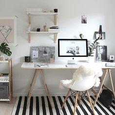 Bureau blanc, bois et noir. Scandinave.
