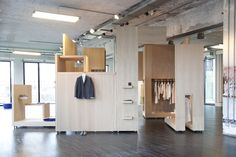 Cos pop up shop, milan store design inspiring spaces. pop up Visual Merchandising, Cos Stores, Restaurants, Pop Up Shops, Milan Design, Retail Space, Design Furniture, Retail Design, Architecture