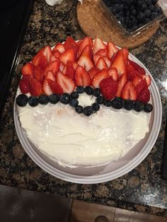 Pokemon Party Ideas and inspiration to throw a super fun Pokemon party for your child - invitations, food, cake, games and more! Pokemon Torte, Pokemon Cupcakes, Pokemon Birthday Cake, 9th Birthday, Pokeball Cake, Kids Meals, Good Food, Treats, Snacks