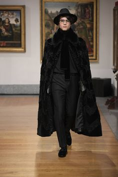 Dolce & Gabbana Alta Sartoria celebrates knowledge and wisdom with its pre-fall 2020 collection. Designers Domenico Dolce and Stefano Gabbana utilize their vast… Mens Poncho, Domenico Dolce & Stefano Gabbana, Fashion Show, Mens Fashion, Fashion Illustration Sketches, Modern Gentleman, Androgynous Fashion, Dolce And Gabbana Man, Dapper Men