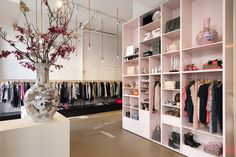 Love the combination of the pink with copper accents.   Zola fashion store by Judith van Mourik. Rotterdam, Netherlands.