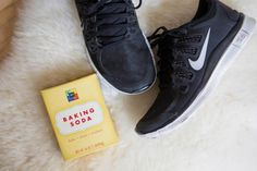 21 Genius Hacks for Fixing Ruined Clothes Pour a little bit of baking soda in your sneakers after a workout to soak up the sweat and eliminate odor. Baking Soda Shoes, Smelly Shoes, Fashion Articles, Fashion Tips, Fashion Hacks, Red Wine Stains, Stain On Clothes, Gym Lockers, Clothing Hacks