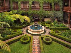 Courtyard at Hotel Palacio de Doña Leonor, Antigua