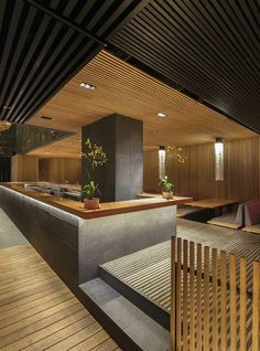 Thick clean wooden bar top and stone facade. Kiga Restaurant - Mexico - by Cherem Arquitectos - Decoration Restaurant, Design Bar Restaurant, Restaurant Concept, Japanese Restaurant Interior, Cafe Interior, Design Sushi Bar, Plafond Design, Cafe Bar, Cafe Design