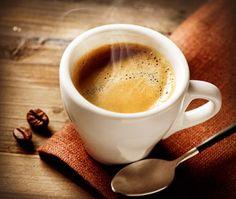Caffè e tè: Confronto di due abitudini mattutine -- È mattina e avete bisogno di maggior energia. Per la maggior parte delle persone, bere caffè o tè è un'abitudine mattutina.